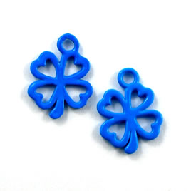 Charm, blue, metal, 13mm shamrock/ 4-leaf clover. Pkg of 8.