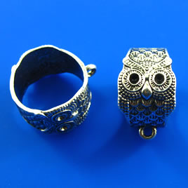 Pendant/Ring, silver-finished, 16x22mm owl. Pkg of 2.