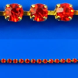 Cupchain, gold-colored, 2mm red rhinestone.1 meter/320 cups