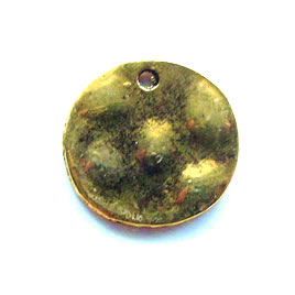 Pendant/charm, gold-finished, 14mm hammered disk. Pkg of 12.