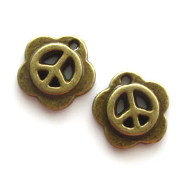 Pendant/charm, brass-finished, 15mm peace symbol. Pkg of 6.