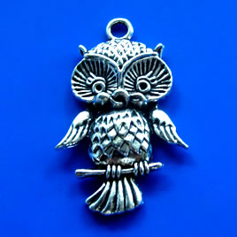 Pendant, silver-finished, 27x40mm owl. Pkg of 2.