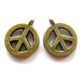 Pendant/charm, brass-finished, 15mm Peace symbol. Pkg of 7.