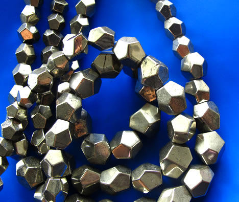 Bead, pyrite, 8mm to 18mm faceted nugget. 15.5-inch strand.