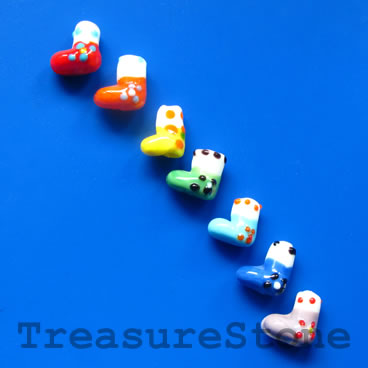 Bead, lampwork, mixed color, 13mm Christmas stockings. Pkg of 7.